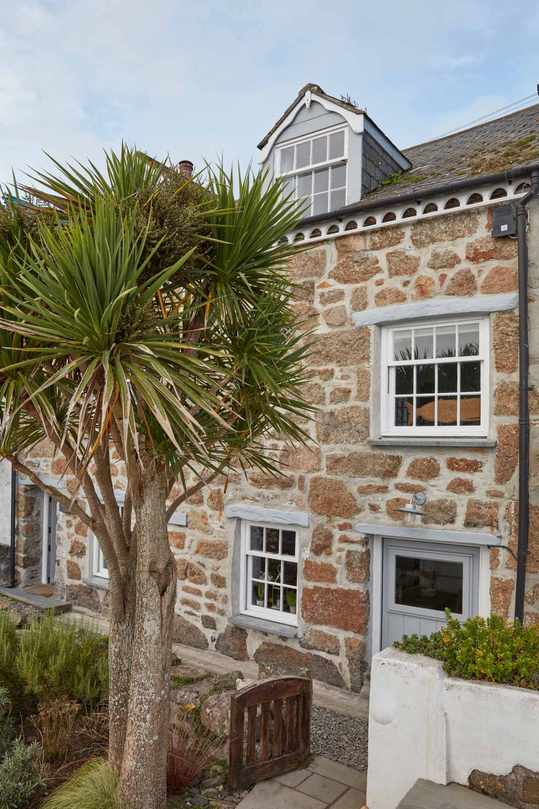 outside of luxury holiday cottage in mousehole cornwall