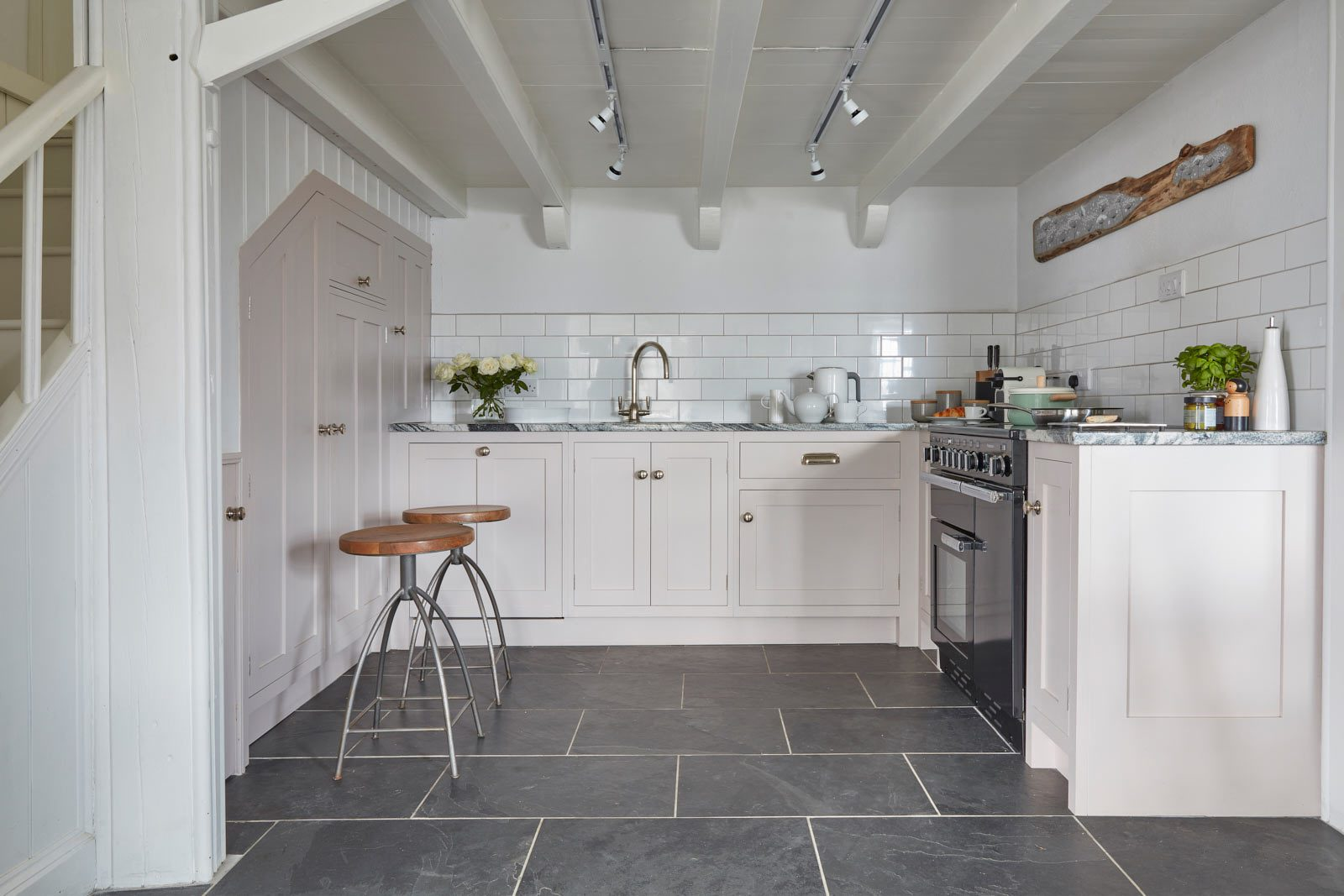 this luxury holiday cottage in mousehole has amazing kitchen