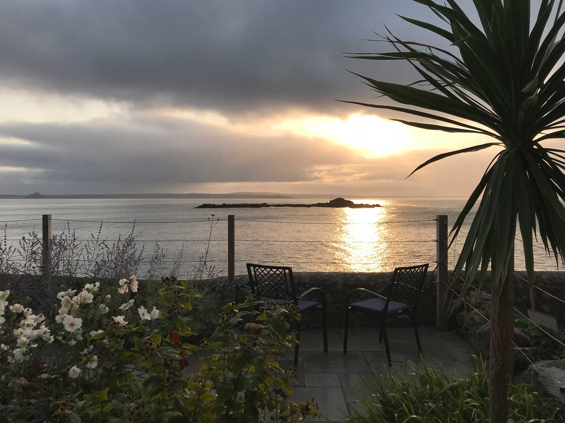 sunset at rent luxury cottage cornwall